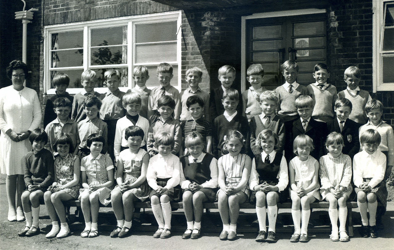Withernsea Junior School 1968/69