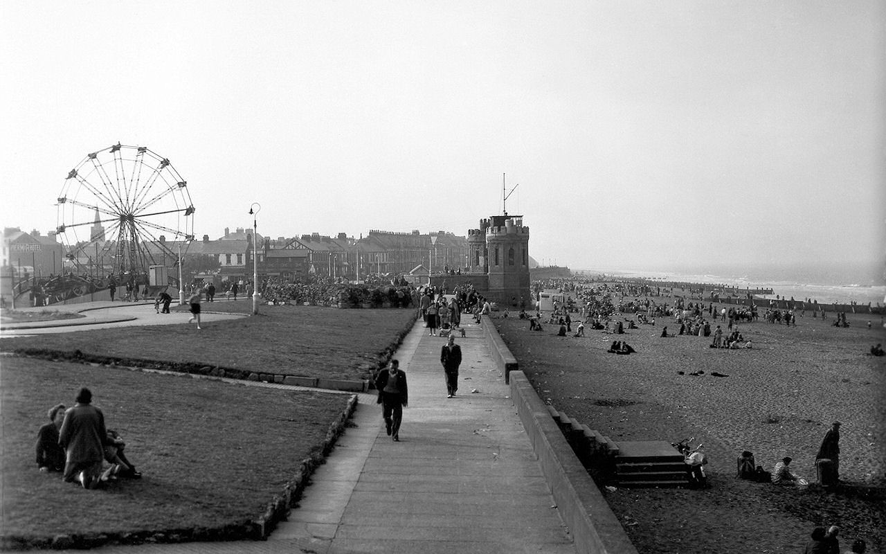 Central Promenade Withernsea 1950