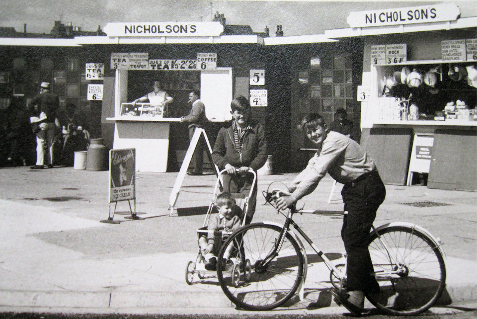 Nicholsons Stalls Opposite PierTowers 1961